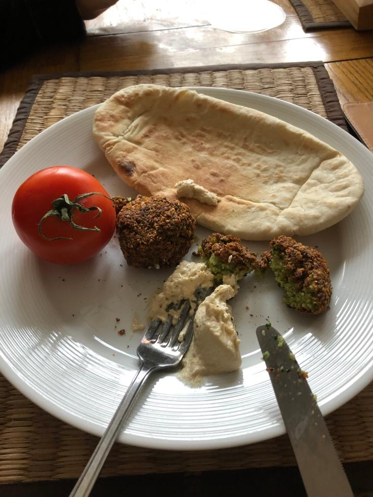 falafel salad pitta